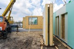 Constru??o da casa modular nova e moderna imagem de stock royalty free