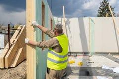 Constru??o da casa modular nova e moderna fotos de stock royalty free