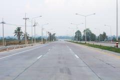 A constru??o de estradas nova do projeto da estrada n?o 7 ao porto de Laem Chabang, Tail?ndia imagem de stock