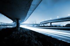 Construa uma ponte sobre a noite fotos de stock royalty free