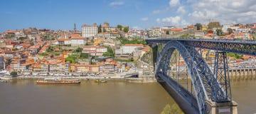 Construa uma ponte sobre Ponte Luis mim e skyline de Porto Imagem de Stock Royalty Free