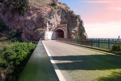 Construa uma ponte sobre a vila do Furore, dei Marini de Conca, península de Amalfi Imagens de Stock Royalty Free