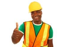 Construcción afroamericana feliz que da los pulgares para arriba foto de archivo libre de regalías