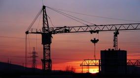 Construcción Crane Working At Sunset almacen de video