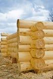 Construcción de casas de madera Imágenes de archivo libres de regalías