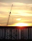 Construcción de edificios comercial en la puesta del sol Imágenes de archivo libres de regalías