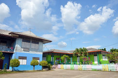 Construcción de escuelas de los niños en el campo en Tailandia Foto de archivo