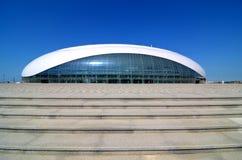 Construcción de la bóveda del hielo de Bolshoy en el parque olímpico de Sochi Fotos de archivo