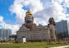 Construcción de la catedral de St Andrei Rublev en el distrito municipal Ramenki de Moscú Foto de archivo