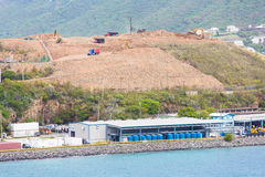 Construcción de la cumbre sobre puerto industrial Fotos de archivo libres de regalías