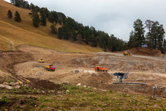 Construcción de la estación de esquí del parque de Arkhyz Imagenes de archivo