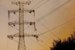 Construcción de la línea eléctrica Imagenes de archivo