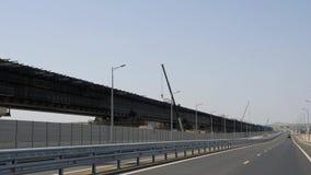 Construcción de la línea ferroviaria del puente crimeo Grúa en el trabajo Pilas ahogadas en agua de mar Instalación de metrajes