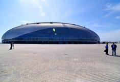 Construcción de la pista de hockey sobre hielo en Sochi Foto de archivo