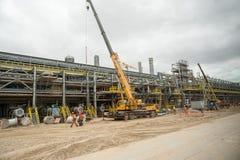 Construcción de la planta petroquímica Tobolsk Foto de archivo