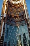 Construcción de la torre de la oficina Fotografía de archivo libre de regalías