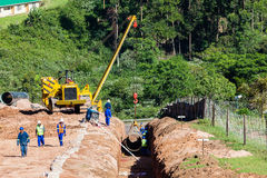 Construcción de la tubería del acueducto del agua Fotografía de archivo