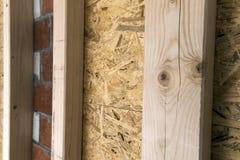 Construcción de las paredes de madera del marco de un nuevo sitio de la casa de campo La O.N.U Fotografía de archivo libre de regalías