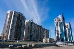 Construcción de nuevos hogares en la ciudad fotos de archivo libres de regalías
