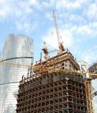 Construcción de rascacielos. Imágenes de archivo libres de regalías