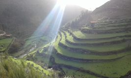 Construcción de terrazas en montañas Imagen de archivo libre de regalías