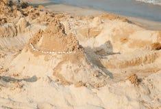 Construcción de un castillo de la arena Fotografía de archivo