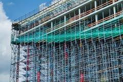 Construcción de un edificio alto construcciones Fondo abstracto de la textura del andamio fotos de archivo libres de regalías