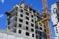 Construcción de un edificio monolítico. Imágenes de archivo libres de regalías