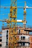 Construcción de un edificio residencial Imágenes de archivo libres de regalías