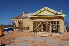 Construcción de un hogar suburbano que muestra enmarcar foto de archivo