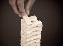 Construcción de un juego de la torre del bloque Fotos de archivo