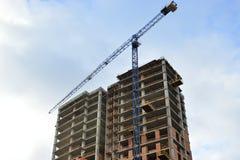 Construcción de un monolito del rascacielos Foto de archivo libre de regalías