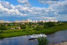 Construcción de un nuevo microdistrict en la ciudad siberiana Imagenes de archivo