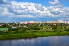 Construcción de un nuevo microdistrict en la ciudad siberiana Fotos de archivo