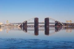 Construcción de un puente Imagenes de archivo