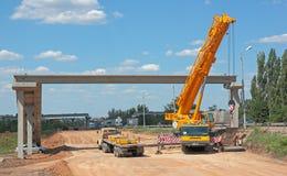 Construcción de un puente peatonal Fotografía de archivo libre de regalías