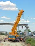 Construcción de un puente peatonal Imagenes de archivo