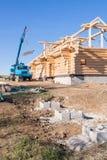 Construcción de una casa de madera Imagen de archivo libre de regalías