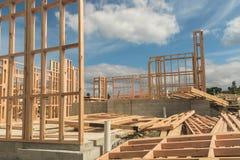 Construcción de una casa que pasa por alto el mar Foto de archivo libre de regalías