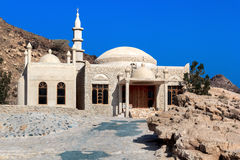 Construcción de una mezquita en las montañas Imágenes de archivo libres de regalías