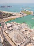 Construcción de una palma Jumeirah de la isla artificial con el material de construcción en Dubai foto de archivo libre de regalías
