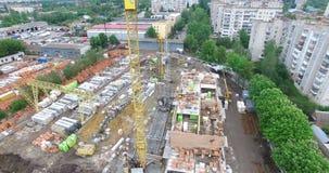 Construcción de una construcción de viviendas del ladrillo almacen de metraje de vídeo