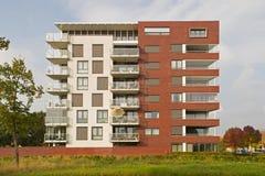 Construcción de viviendas moderna en Hoogeveen en la luz de la tarde, Países Bajos Fotografía de archivo libre de regalías