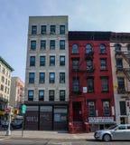 Construcción de viviendas roja en Chinatown donde carácter principal Elliot fotos de archivo libres de regalías
