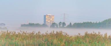 Construcción de viviendas teniendo en cuenta salida del sol Fotografía de archivo libre de regalías