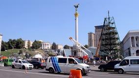 Construcción del árbol de pino que desmonta en Kiev, Ucrania, Imagen de archivo
