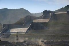 """Construcción del aliviadero de la central hidroeléctrica de Sayano†""""Shushenskaya foto de archivo libre de regalías"""