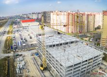 Construcción del centro comercial en Tyumen Fotos de archivo
