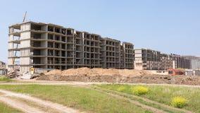 Construcción del complejo residencial de varios pisos imagenes de archivo