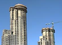 Construcción del edificio de dos torres imagen de archivo libre de regalías